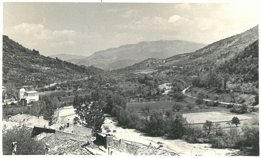 Vue sur la vallée de l'Ouvèze en direction de Pierrelongue